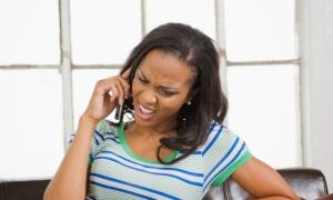 annoyed-lady-on-phone